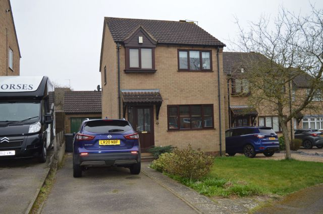 3 bed property to rent in Kelburn Close, East Hunsbury, Northampton NN4