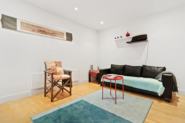 Thumbnail Flat to rent in Florida Street, London
