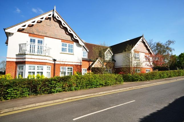 Thumbnail Flat to rent in Semaphore Road, Guildford