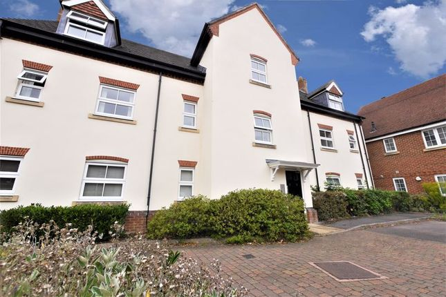 Thumbnail Flat to rent in Windsor Drive, Wallingford