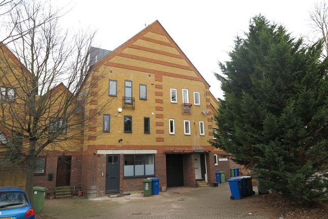 Thumbnail Town house to rent in Drake Close, London