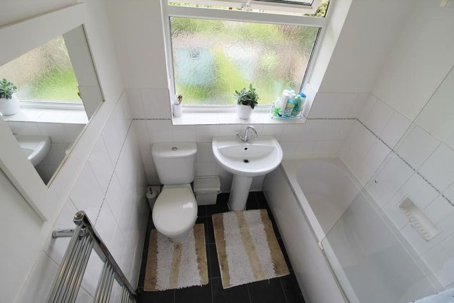 Bathroom of Lee Way, Kirkburton, Huddersfield HD8