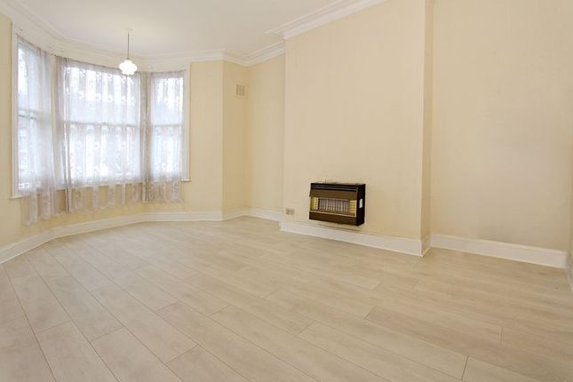 Thumbnail Flat to rent in Lampard Grove, London