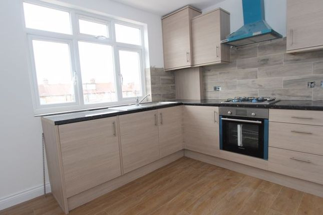 1 bed flat to rent in North Circular Road, London N13