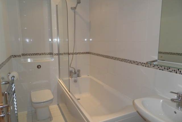 Bathroom of Riversdale House, 41 London Road, High Wycombe HP11