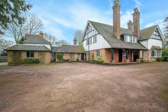 Thumbnail Detached house for sale in Wrotham Road, Meopham, Gravesend