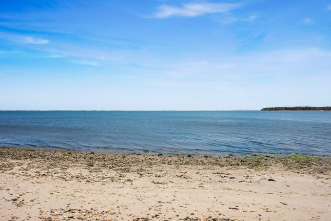 14 Oceanview Rd, Hampton Bays, Ny 11946, Usa