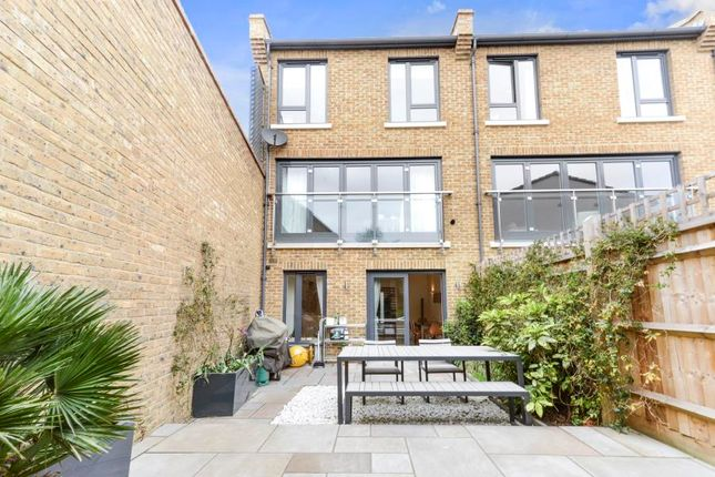 Thumbnail Town house for sale in Gayford Road, London