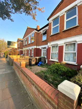 3 bed flat for sale in Granville Road, Wood Green, London N22