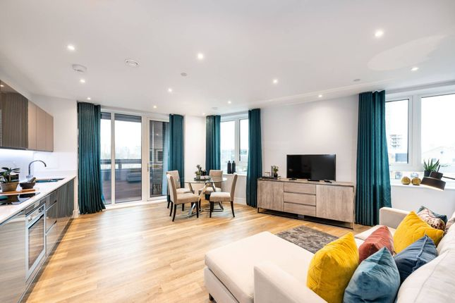3 bed flat for sale in Viewpoint, Battersea, London SW11