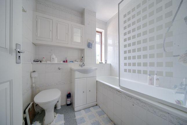 Bathroom of Denis Reeve Close, Mitcham CR4