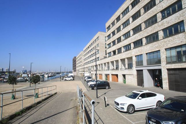 Thumbnail Flat to rent in Baillie Apartments, Lockside Way, Royal Docks