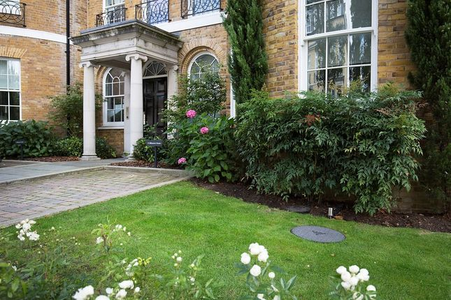 Thumbnail Flat for sale in Princess Square, Esher