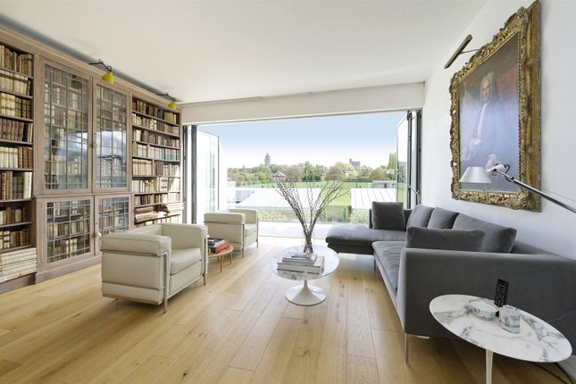Thumbnail Property for sale in Pangbourne Avenue, London