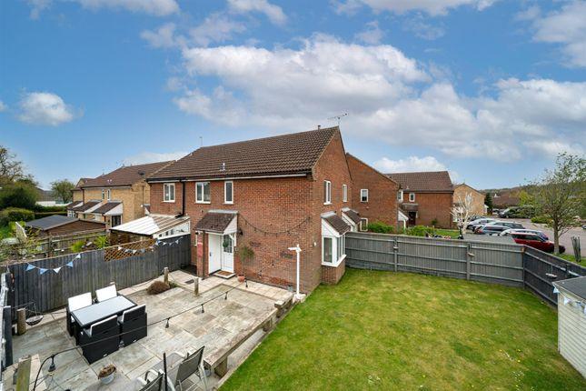 2 bed property for sale in The Lawns, Hemel Hempstead HP1