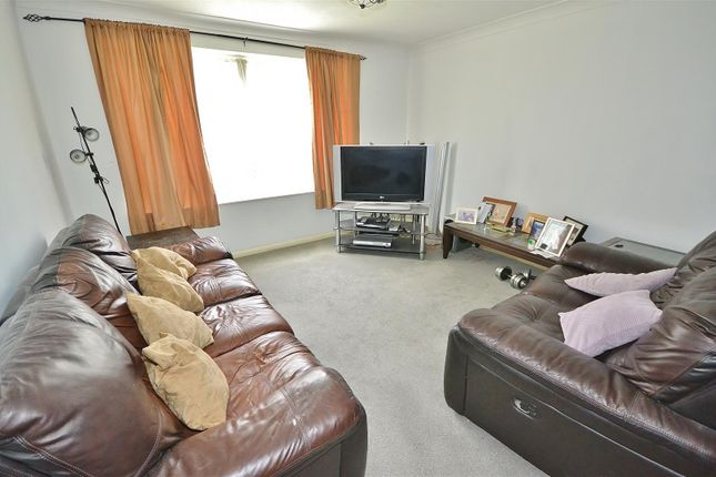 Lounge of Youngs Road, Ilford IG2