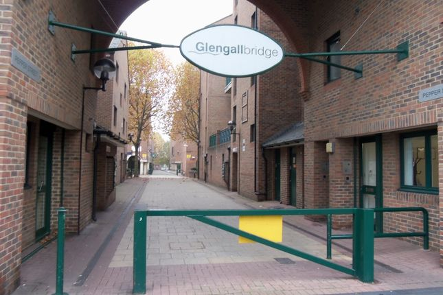 Parking/garage to rent in Pepper Street, Isle Of Dogs, London