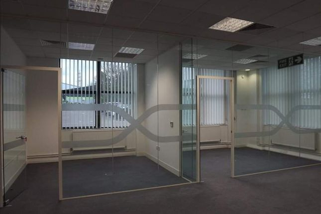Office to let in Trinity Court, Wokingham