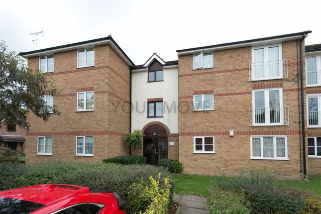 Flat for sale in Beaufort Close, Chingford, London