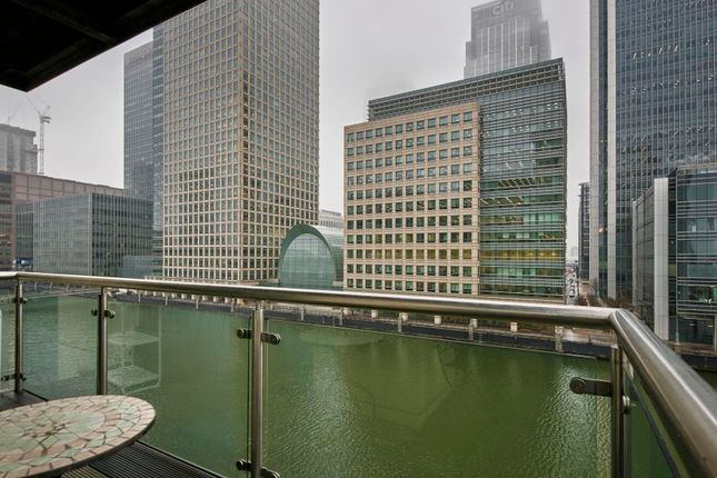 2 bed flat to rent in Discovery Dock, Canary Wharf