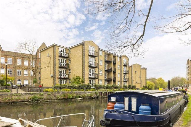 2 bed flat to rent in Twig Folly Close, London E2