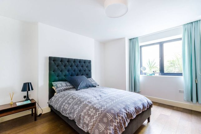 Thumbnail Flat to rent in Norwood Road, Brockwell Park, London