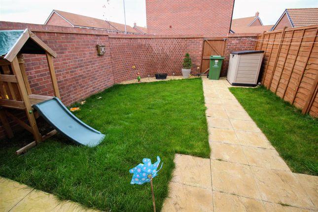 Garden of Holloway Close, St Andrews Ridge, Swindon SN25