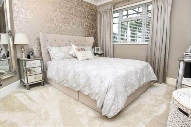 2 bed maisonette for sale in Rush Green Road, Romford, Essex RM7