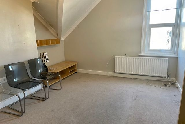 Thumbnail Flat to rent in Oliver Grove, London