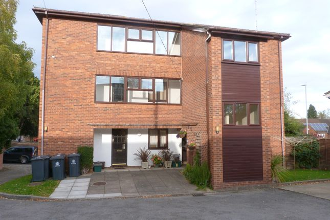 Thumbnail Flat to rent in Westminster Court, London Road, Longlevens, Gloucester