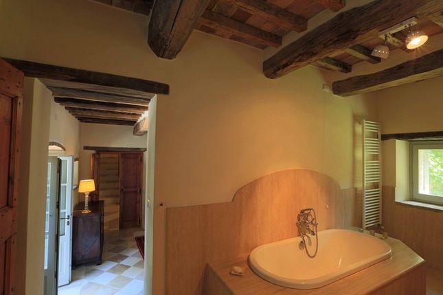 Bathroom Main of Il Molinello, Seano, Cortona, Tuscany