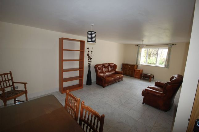 Flat to rent in Empire Way, Wembley