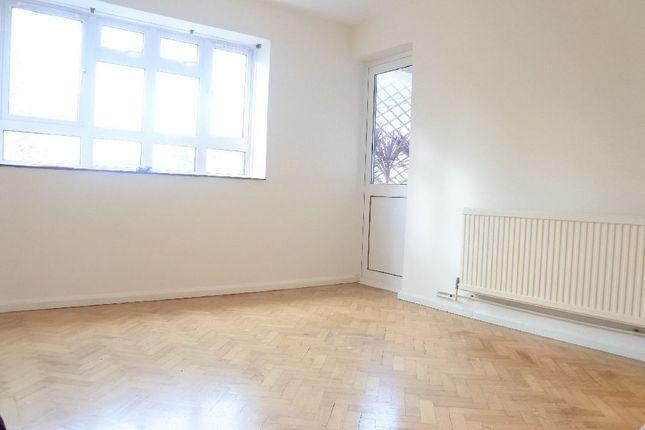 Thumbnail Flat to rent in Lynton Road, London