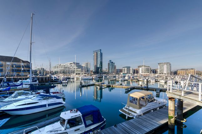 Thumbnail Flat for sale in Admirals Quay, Ocean Village, Southampton