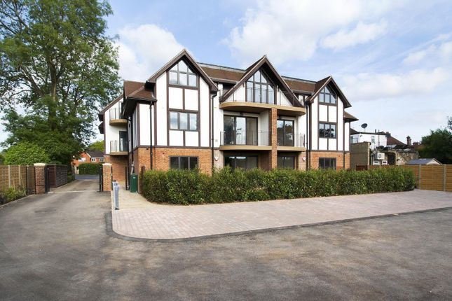 Thumbnail Flat to rent in The Crescent, Station Road, Woldingham, Caterham