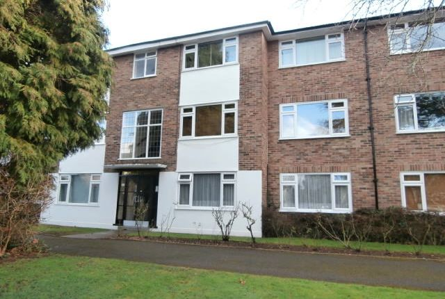 3 bed flat to rent in Lovelace Gardens, Surbiton