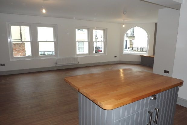 Thumbnail Flat to rent in Oakfield Grove, Clifton, Bristol