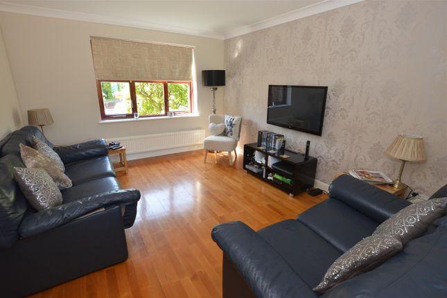 Lounge of Hillfield Road, Hemel Hempstead HP2