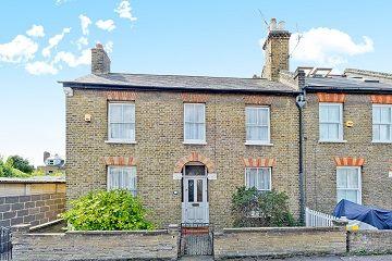 3 bed property for sale in Trevor Road, London
