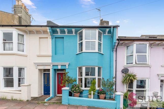 3 bed terraced house to rent in Carlyle Street, Brighton BN2