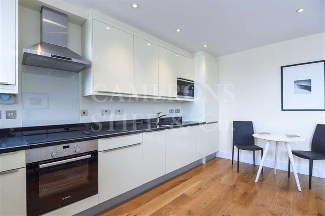 Flat to rent in High Road, Willesden, London