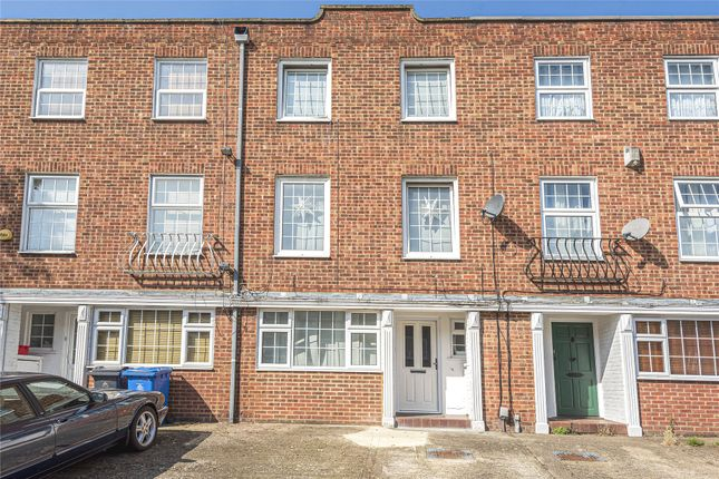 4 bed terraced house to rent in Wayside Mews, Maidenhead, Berkshire SL6