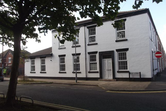 Thumbnail Flat to rent in East Street, Preston