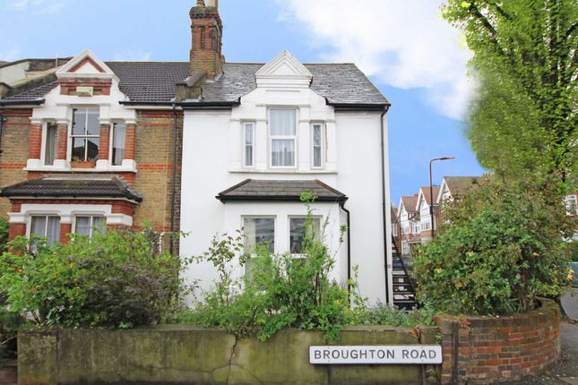 2 bed flat for sale in Broughton Road, London
