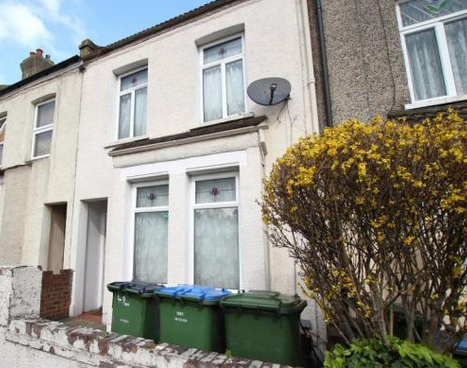 Thumbnail Terraced house for sale in Kings Highway, Plumstead
