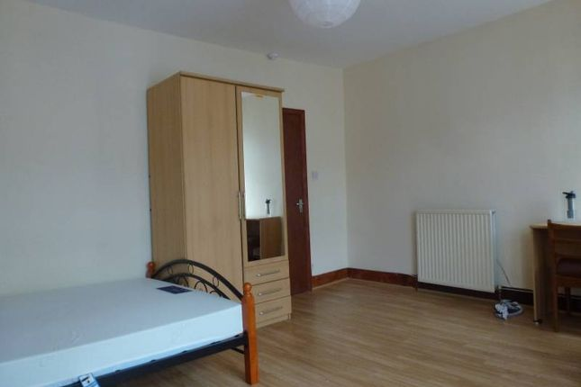 5 bed terraced house to rent in Ruckholt Road, Leyton E10