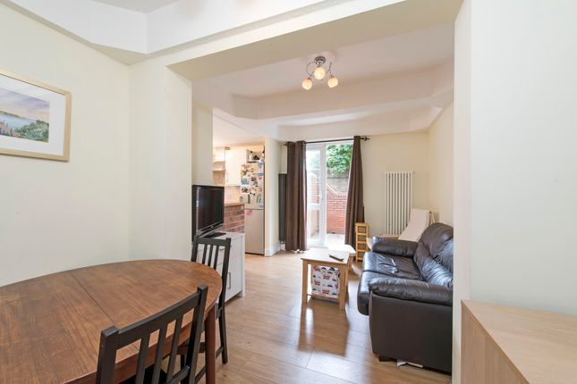 Flat to rent in Frogmore, London