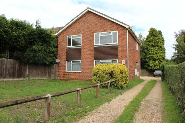 Picture No. 39 of Reading Road South, Fleet, Hampshire GU52