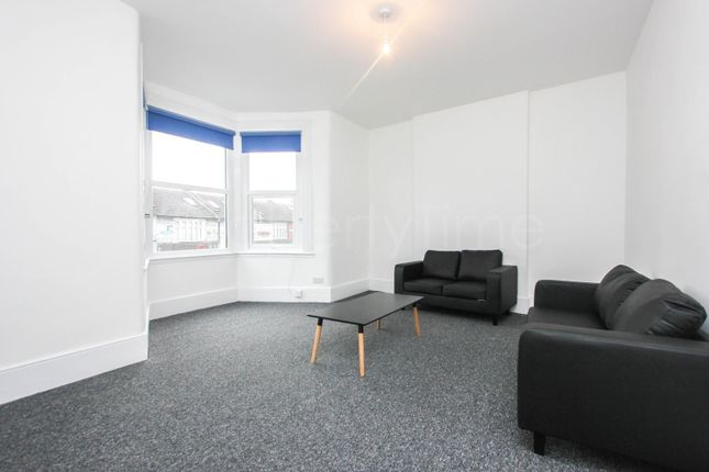Thumbnail Maisonette to rent in Lordship Lane, London