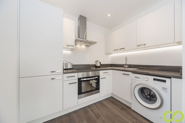 Thumbnail Flat for sale in Park Crescent, Luton